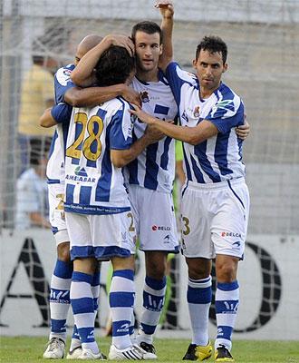 La Real celebra un gol frente a Osasuna.