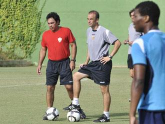 Hugo Sánchez, entrenador del Almería