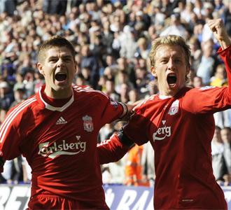 Steven Gerrard y Lucas Leiva celebran la remontada ante el Bolton