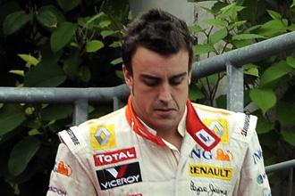 Alonso con el semblante serio.