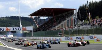 Salida de la carrera del s�bado de GP2 en B�lgica.