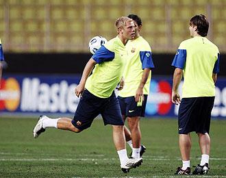 Gudjohnsen durante un entrenamiento con el Barça