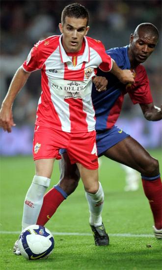 Julio Álvarez, en un partido con el Almería en el Camp Nou
