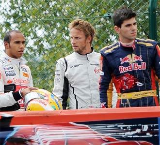 Alguersuari, junto a Button y Hamilton, tras retirarse