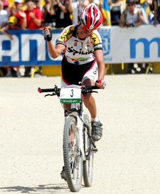 Marga Fullana celebra su victoria en la prueba de Madrid.