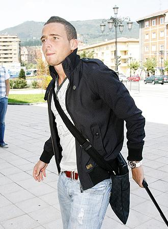 El joven Aaron Ñiguez, a su llegada a Vigo