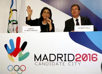 Nawal el Moutawakel y Gilbert Felli, durante una rueda de prensa del COI en Madrid