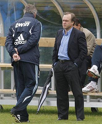 Pardeza habla con Pellegrini durante la pretemporada en Dublín