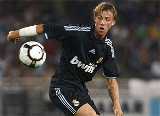 Guti, durante un partido con el Madrid.