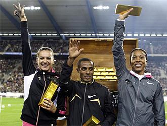 Los tres ganadores y su premio