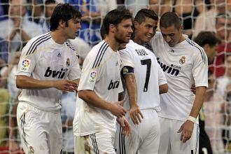 Los jugadores del Real Madrid celebran un gol en el partido ante el Depor en la primera jornada de Liga.