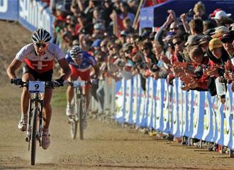 Así fue el sprint final de Schurter y Absalon.