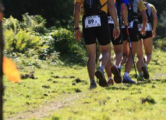 Los corredores de la Transalpine Run recorriendo la primera etapa