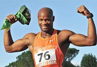 Powell celebra su triunfo en los 100 metros de Rieti.