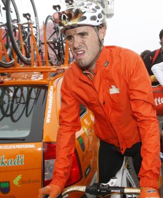 Samuel Sánchez se queja de las heridas sufridas.