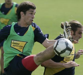 Forlín, junto a Iván Alonso en un entrenamiento