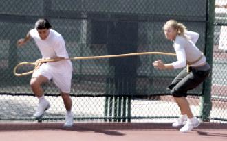 Javier Capitaine, en un entrenamiento con Mar�a Sharapova, en 2007.