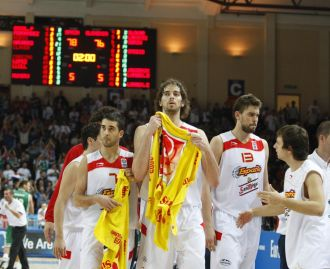 Los jugadores españoles, tras vencer a Eslovenia.
