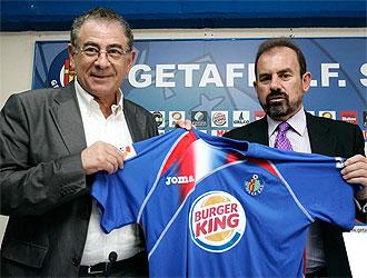 Ángel Torres junto a Roberto Verino.