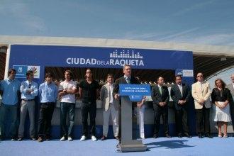 Alberto Ruiz Gallard�n inaugurando el 'fin de obra' del complejo de la 'Ciudad de la Raqueta'.