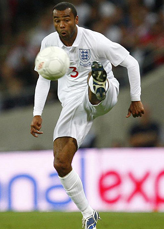 Cole, durante un partido con Inglaterra