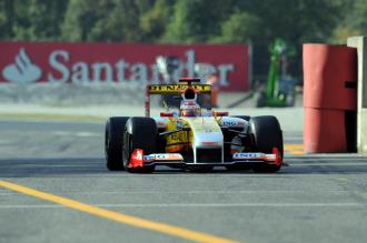 Alonso rueda con su Renault en Monza