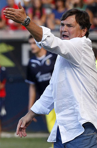Camacho dirige un partido de Osasuna