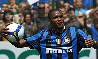 Etoo durante su presentaci�n con el Inter