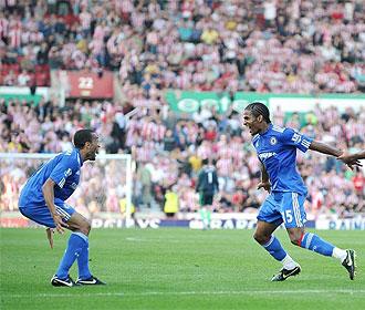 Malouda celebra su gol con Bosingwa.