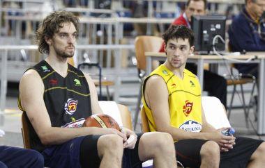Pau Gasol y Sergio Llull, sentados en un entrenamiento de la selecci�n.