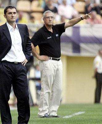 Manzano da órdenes con Valverde en primer plano.