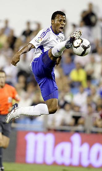 Uche, en la foto durante el partido ante el Tenerife de la primera jornada, no pudo evitar la derrota de su equipo en Sevilla y encima se lesion�
