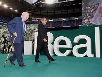 Di Stéfano y Florentino Pérez en la presentación de Benzema.