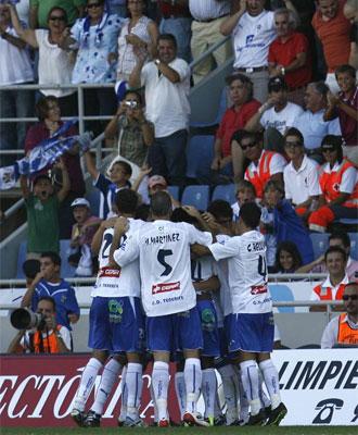 El equipo celebra el gol de Nino.