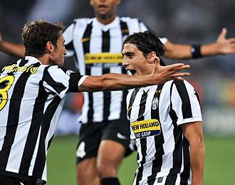 Martin Caceres celebra un gol con la Juve