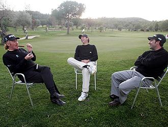 Jimenez, García y Olazabal conversan en un campo de golf