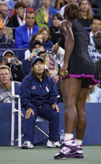 Serena Williams recrimina a la juez de l�nea.