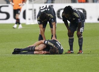 Xabi Alonso se lesionó en un mal gesto al intentar recuperar un balón