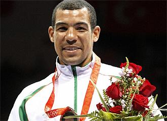 Darren Sutherland, en el podio de Pekín.