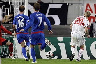 Pavel Pogrebnyak, en el momento de marcar ante el Rangers