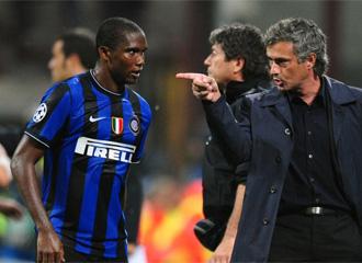 Mourinho alecciona a Etoo ante el Bar�a