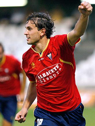 Stuani celebra con el puño al viento uno de los tres goles conseguidos en Castalia con el Albacete... ¿los primeros de una larga serie?