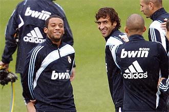 Marcelo es felicitado por Ra�l y Pepe