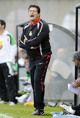 I�aki Alonso, dirigiendo al Real Uni�n en un partido de esta temporada en el Stadium Gal