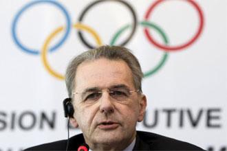 Jacques Rogge en una rueda de prensa del COI.