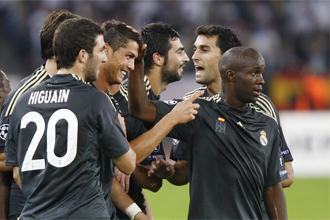 Los jugadores del Real Madrid celebran uno de los cinco goles ante el Zurich.