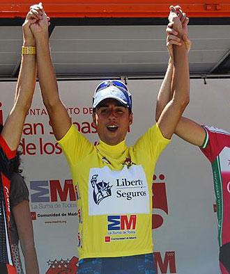 Héctor Guerra en el podio de la Vuelta Ciclista a Madrid