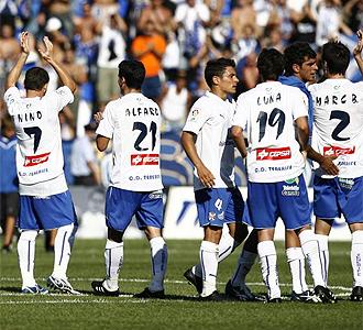 Los jugadores del Tenerife celebran la victoria.
