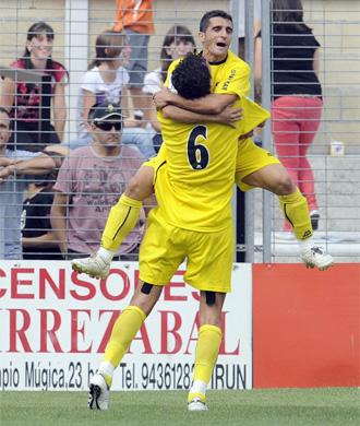 Los jugadores del Cartagena festejan un tanto.