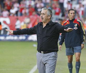 Preciado pide tranquilidad a su equipo durante un partido